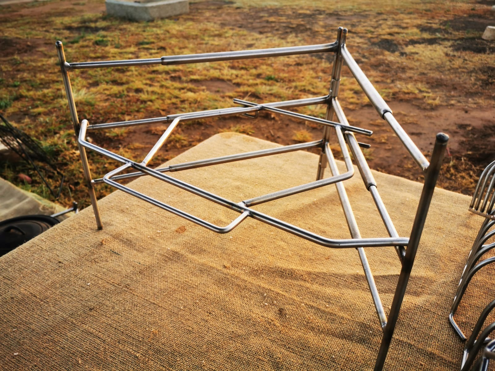 adjustable-stainless-steel-fold-up-stand2